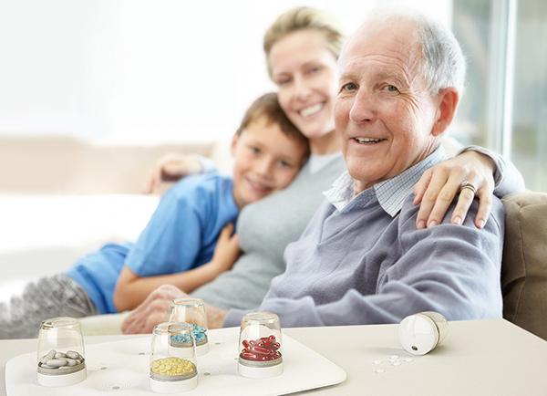EasyPill智能用药提醒系统通过灯光提示按时用药,主打老年群体
